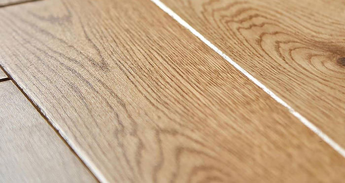 Carpenters Choice Oak 135mm Wide Lacquered Engineered Wood Flooring - Descriptive 1