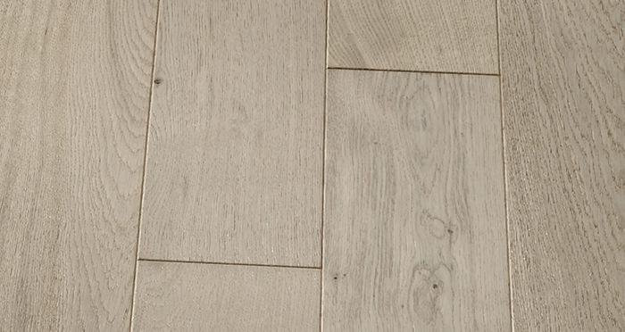 Kensington Grey Mist Oak Brushed & Lacquered Engineered Wood Flooring - Descriptive 3