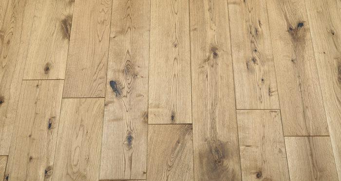 Rustic Heritage Oak Brushed & Oiled Solid Wood Flooring - Descriptive 5