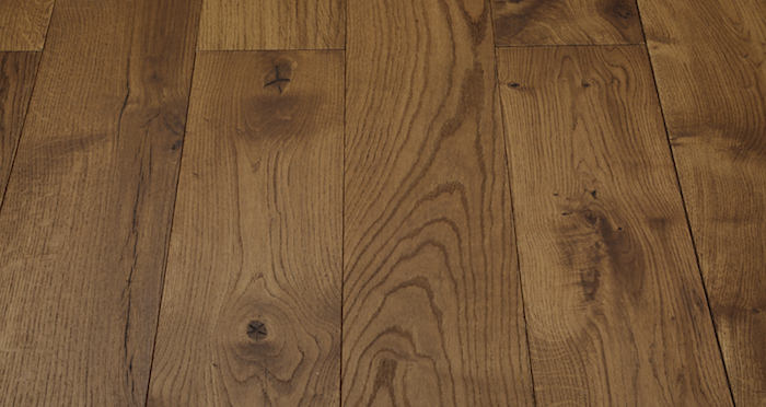 Luxury Cinnamon Oak Solid Wood Flooring - Descriptive 1