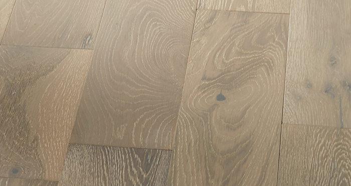 Manhattan Pearl Grey Oak Brushed & Lacquered Engineered Wood Flooring - Descriptive 6