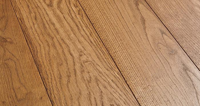Deluxe Cinnamon Oak Solid Wood Flooring - Descriptive 1