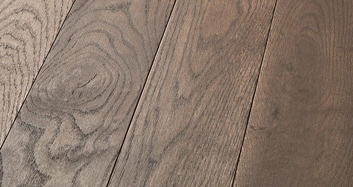 Elegant Chocolate Oak Brushed & Oiled Solid Wood Flooring - Descriptive 1