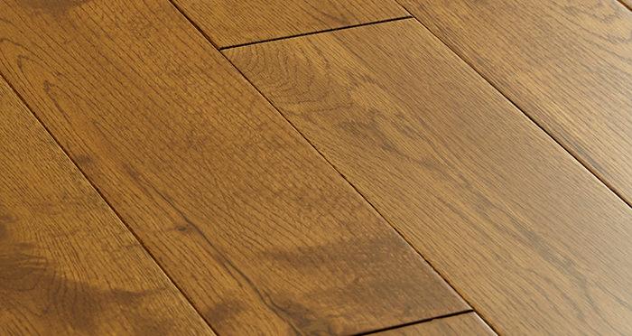 Penthouse Golden Oak Lacquered Engineered Wood Flooring - Descriptive 1