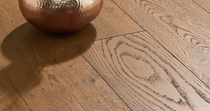 Manhattan Golden Smoked Oak Engineered Wood Flooring - Descriptive 1