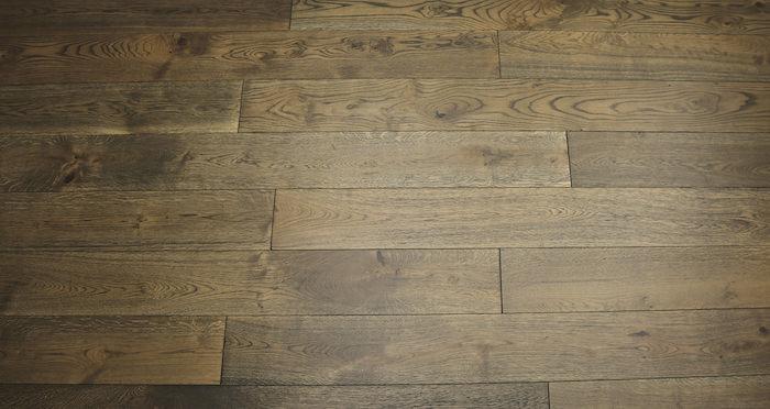 Aged Cottage Oak Brushed & Lacquered Engineered Wood Flooring - Descriptive 2