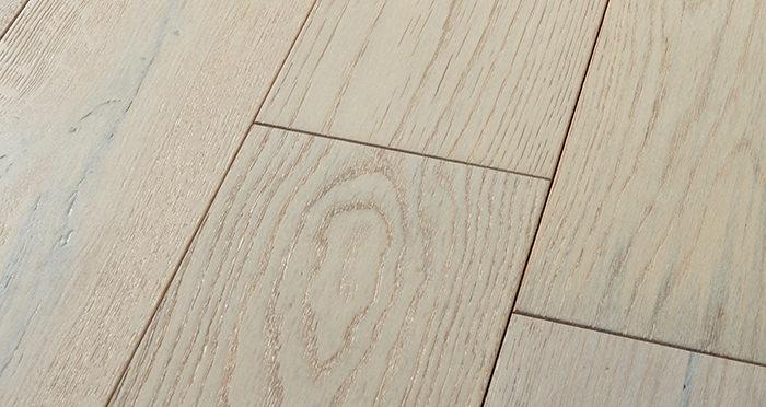 Manhattan Frozen Oak Brushed & Lacquered Engineered Wood Flooring - Descriptive 1