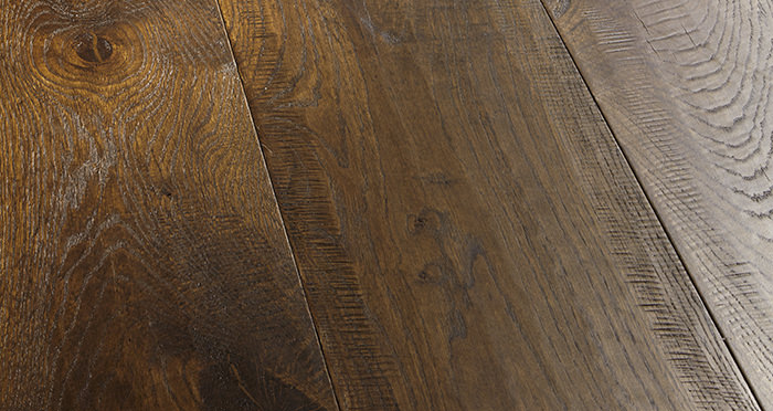 Old Castle Oak Lacquered Engineered Wood Flooring - Descriptive 1