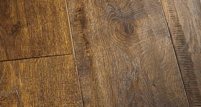 Old Castle Oak Lacquered Engineered Wood Flooring - Descriptive 3