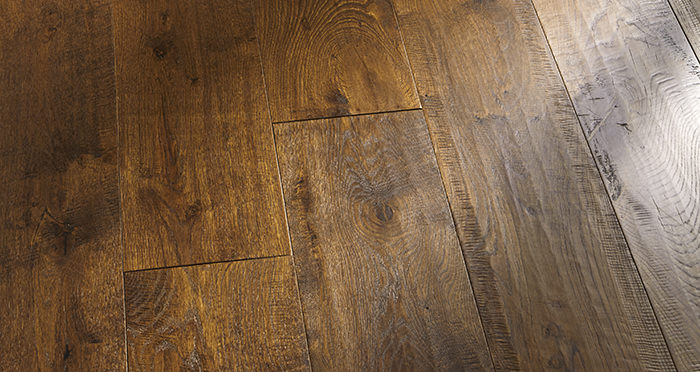 Old Castle Oak Lacquered Engineered Wood Flooring - Descriptive 4