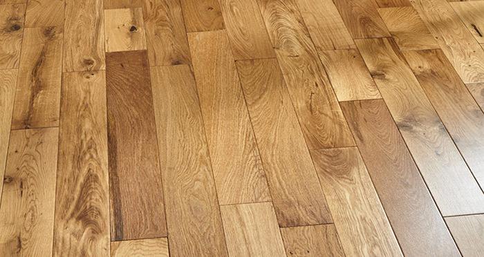 Studio Natural Oak Lacquered Engineered Wood Flooring - Descriptive 2