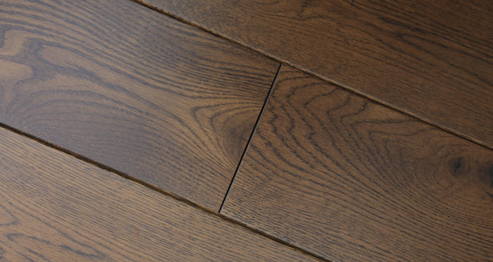 Golden Honey Oak Lacquered Solid Wood Flooring - Descriptive 4
