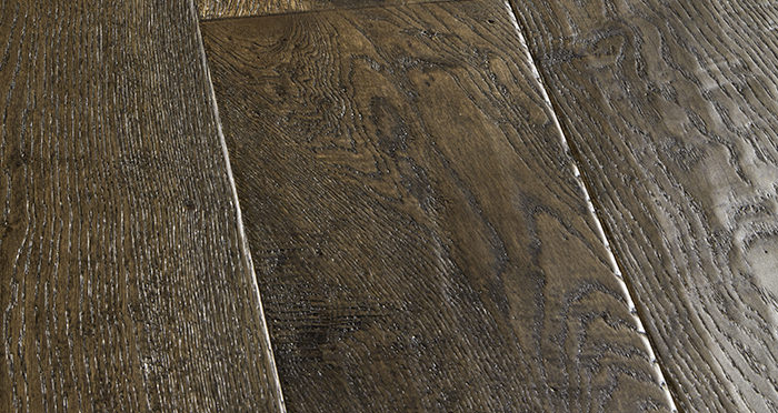Grand Vintage Oak Distressed Brushed & Lacquered Engineered Wood Flooring - Descriptive 1