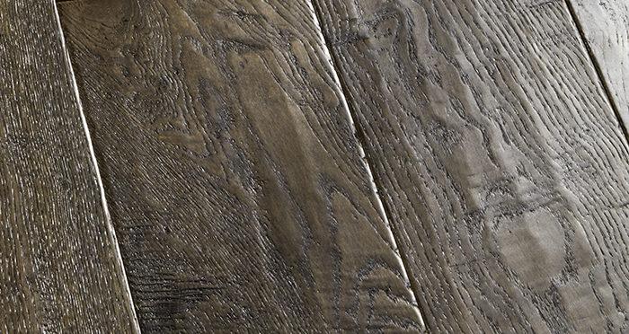 Grand Vintage Oak Distressed Brushed & Lacquered Engineered Wood Flooring - Descriptive 2
