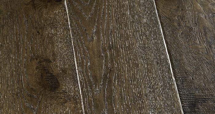 Grand Vintage Oak Distressed Brushed & Lacquered Engineered Wood Flooring - Descriptive 3