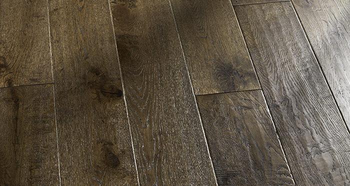 Grand Vintage Oak Distressed Brushed & Lacquered Engineered Wood Flooring - Descriptive 4