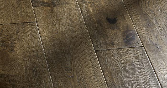 Grand Vintage Oak Distressed Brushed & Lacquered Engineered Wood Flooring - Descriptive 7