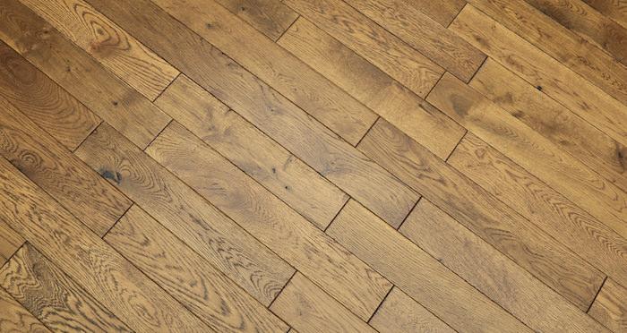 Narrow Caramel Oak Brushed & Lacquered Solid Wood Flooring - Descriptive 1