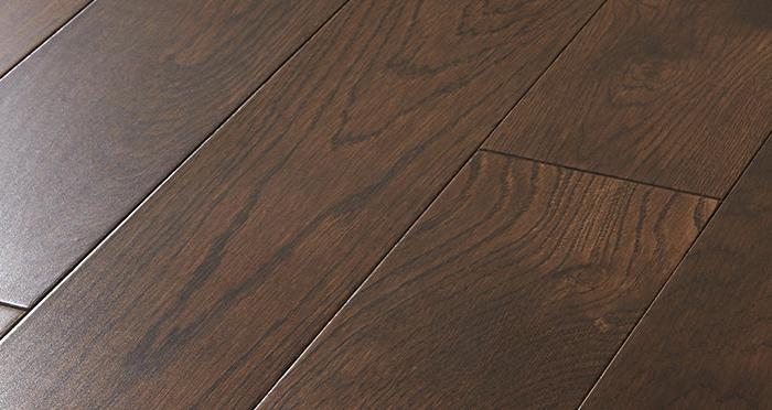 Studio Chocolate Oak Lacquered Engineered Wood Flooring - Descriptive 1
