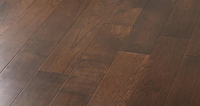 Studio Chocolate Oak Lacquered Engineered Wood Flooring - Descriptive 5