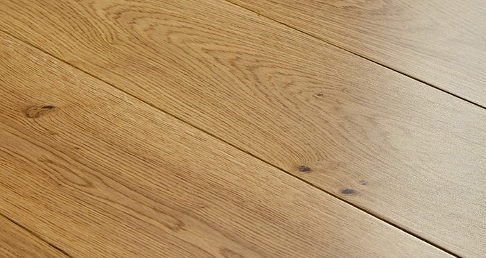Farmhouse Natural Oak Lacquered Engineered Wood Flooring - Descriptive 1