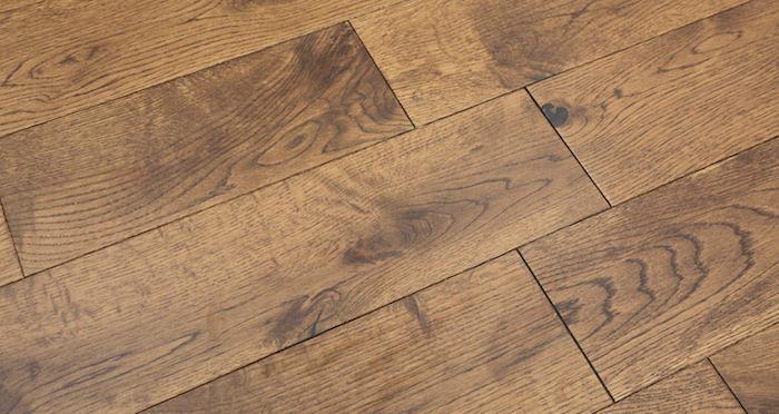 Studio Honey Oak Lacquered Engineered Wood Flooring - Descriptive 2