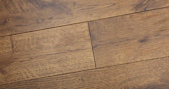 Studio Honey Oak Lacquered Engineered Wood Flooring - Descriptive 4