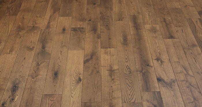 Studio Honey Oak Lacquered Engineered Wood Flooring - Descriptive 5