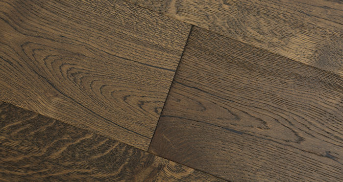 Rich Bourbon Oak Brushed & Lacquered Engineered Wood Flooring - Descriptive 4