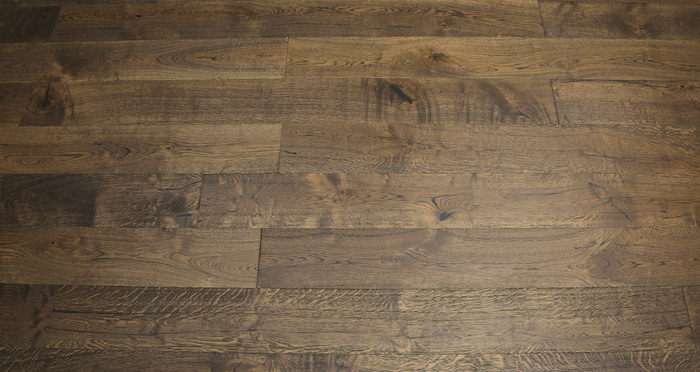 Rich Bourbon Oak Brushed & Lacquered Engineered Wood Flooring - Descriptive 5