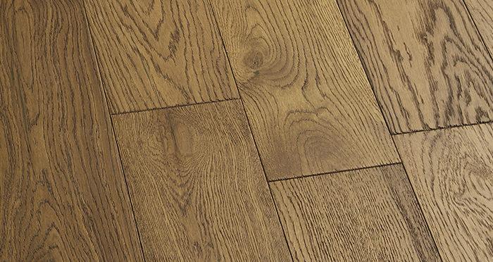 Loft Deep Golden Oak Brushed & Oiled Engineered Wood Flooring - Descriptive 4