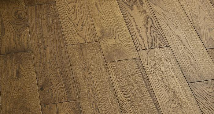 Loft Deep Golden Oak Brushed & Oiled Engineered Wood Flooring - Descriptive 5