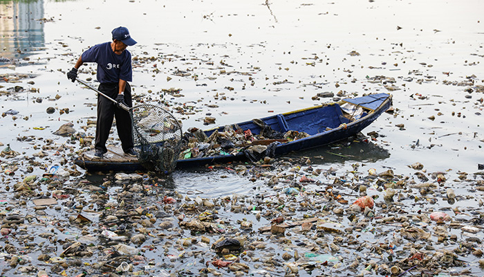 ReSea Project Collecting Plastic 1